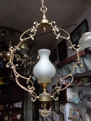 Bellísima lámpara colgante de bronce trabajado. Antigua