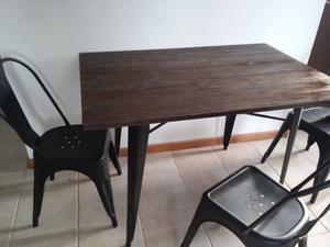 Mesa y sillas de diseño impecables