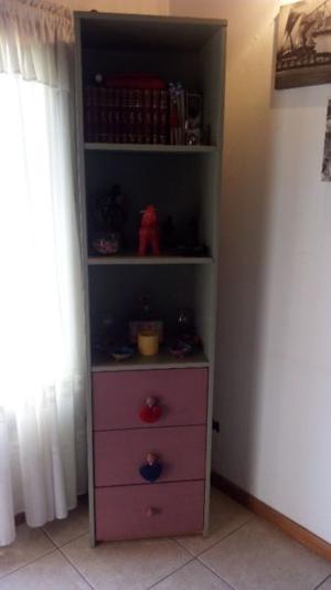 Mueble macizo con correderas metalicas