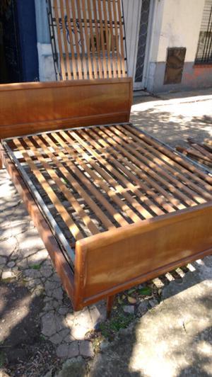 Antigua cama americana de 2 plazas