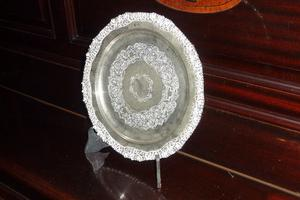 Antiguo plato de plata