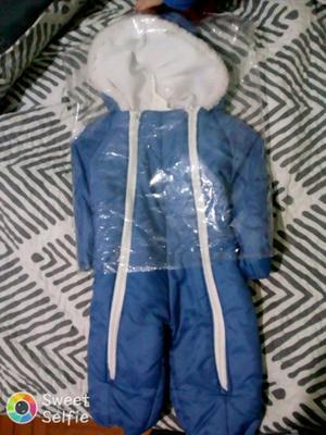 Conjunto azul con capucha para bebe