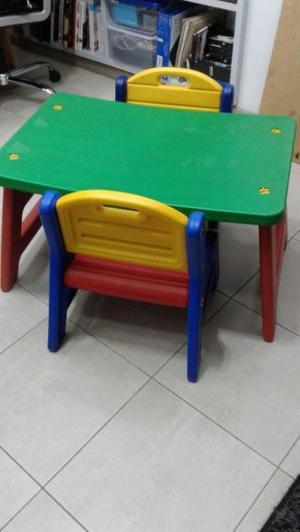 Mesita y sillas