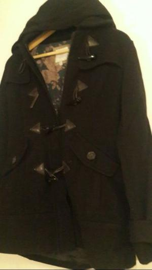 Saco montgomery de negro con capucha - TALLE S-M -