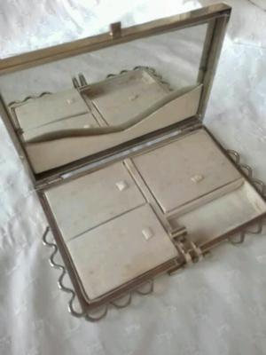 Alajero, espejo y cepillo antiguo