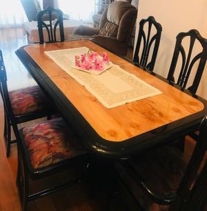 Juego de mesa y 6 sillas laqueado