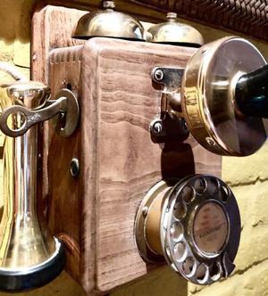 *Teléfono Antiguo de Pared Madera y Bronce