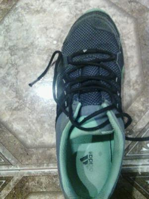 Vendo zapatillas de running Mujer Adidas talle )