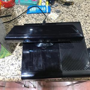 Xbox 360 Super Slim con 2 Joysticks y KINETIC y MEMORIA