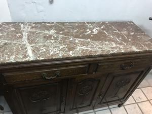 Aparador antiguo de roble y mármol