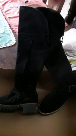 Botas negras gamuzadas