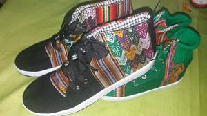 Zapatillas botitas, negras combinada y forrada talle 46