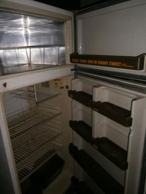 HELADERA con freezer PHILLIPS TROPICAL