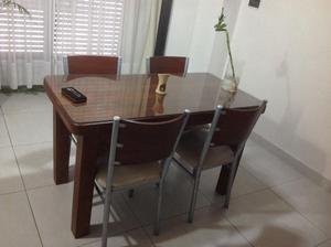 Mesa de algarrobo con seis sillas