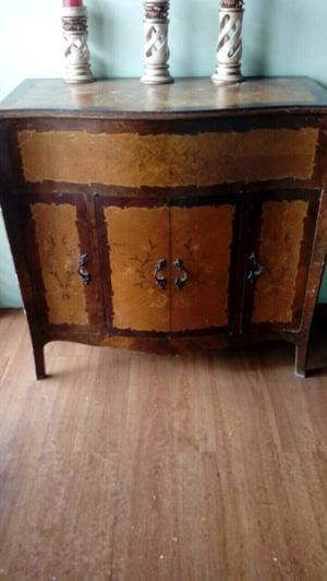 Vendo mueble antiguo con tapa tipo armario