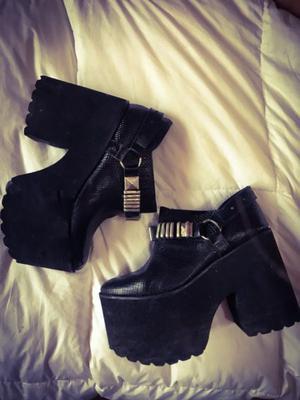 Zapatos de cuero negros!