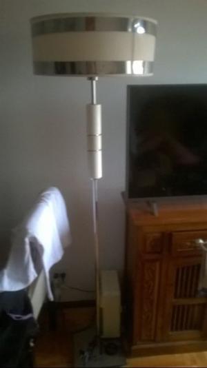 lampara de pie estilo moderno