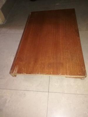 VENDO BASE DE MADERA CON RUEDAS 69 x 43 x 7 cm.