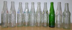 antiguas botellas de gaseosas Chicas y de varias marcas.