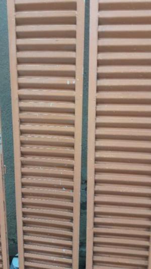 Antiguas persianas de hierro para puertas
