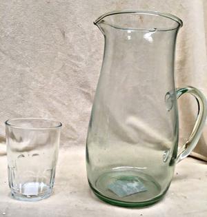 Juego de jarra y vasos de vidrio