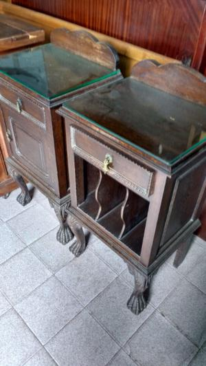 Antiguas mesas de luz de estilo chipendal