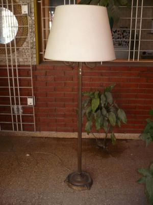 Lámpara de bronce de pie
