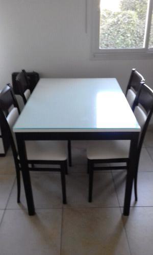 Vendo!! Juego de Mesa (con vidrio arriba) con 4 sillas