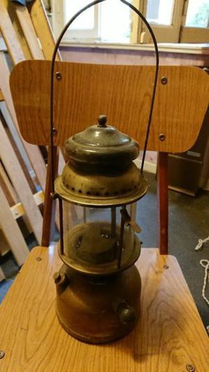 Farol antiguo a kerosene depósito de bronce