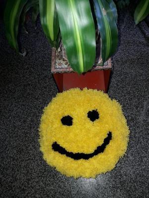 Emoji alfombra d pompones d lana