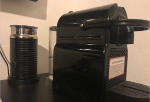 Cafetera nespresso black con Aeroccino y capsulas