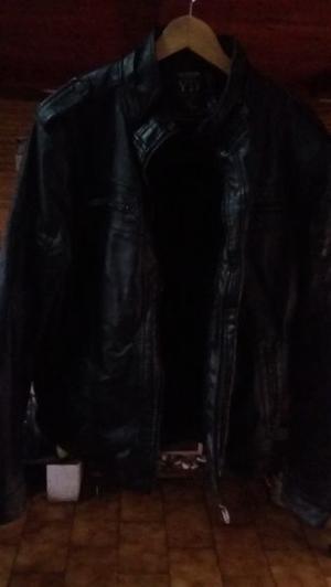 Campera cuero negra con corderito negro XL
