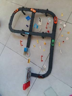 pista de autos con accesorios