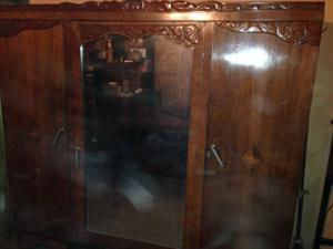 Ropero antugüo tallado de madera puerta espejo