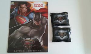 Vendo lote de 50 sobres llenos de figuritas de Batman vs