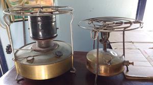 Dos antiguos calentadores de bronce