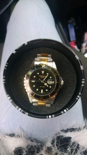 Reloj Tressa con fechador hombre malla metálica