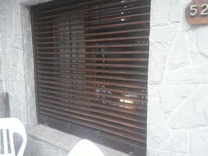 ventana y persiana cedro 1,60x1,60mts