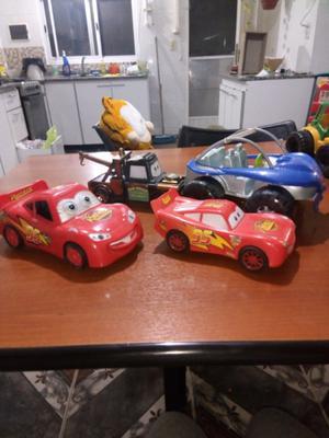 Autos de juguetes.