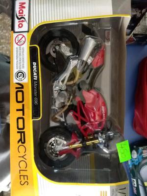 Ducati Monster -a escala 1/12 en su caja original OKM