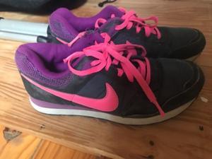 Vendo zapatillas nike para mujer