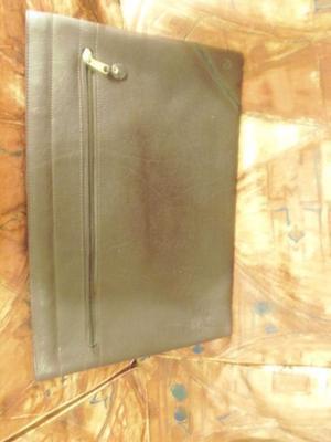 portafolio sobre de cuero marron