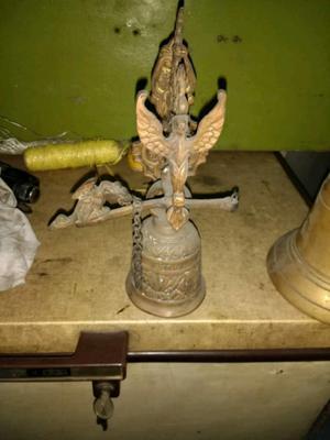 Campana de bronce antigua