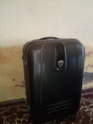 Vendo valija de viaje marca Stone medidas 52 x 49