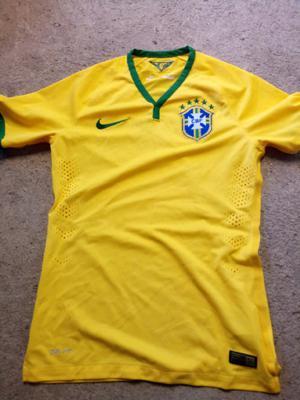 Vendo camiseta de brasil talle S