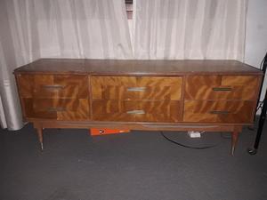 Juego de dormitorio cama mesas de luz y comoda