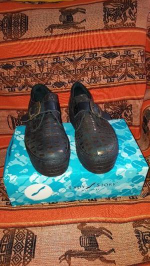 Vendo zapatos Lady Stork plataforma alta de goma N°36