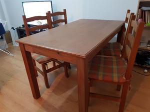 Excelente mesa de madera cipres macizo y 4 sillas