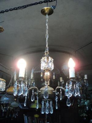 Antigua lámpara colgante de bronce con caireles. Antigua