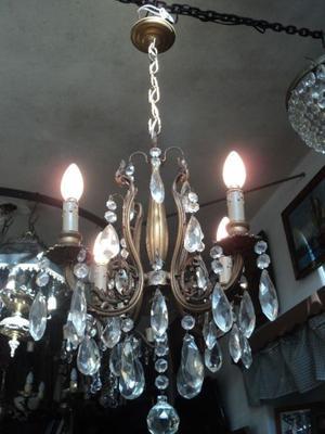 Antigua lámpara colgante de bronce y caireles. Antigua
